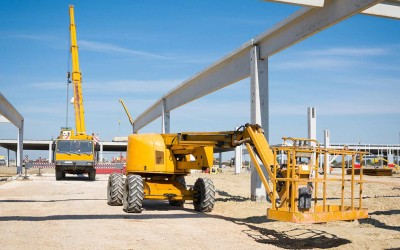 Mobile cranes and lifting platforms